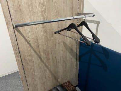 室内備品(無料) ハンガーラック ハンガー2本 - ぽっぽスタイル Room Bの設備の写真