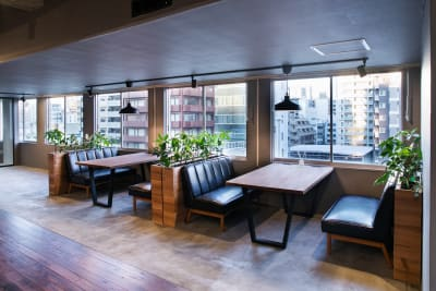 4名様用BOX席も2ケ所ご利用いただけます。 - RANA TAIL会議室 フロアー貸切レンタルの室内の写真