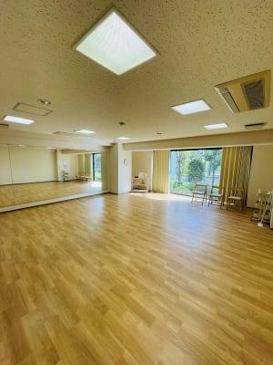 天気が良い時は自然光が気持ちいいです。 - レンタルスタジオケルス レンタルスタジオの室内の写真