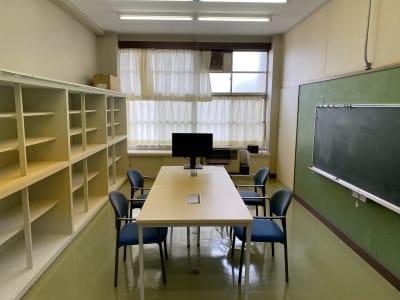 少人数の利用、オンライン会議などに最適な大きさのスペースです - 八ヶ岳コモンズ サイレントルーム(1F)の室内の写真