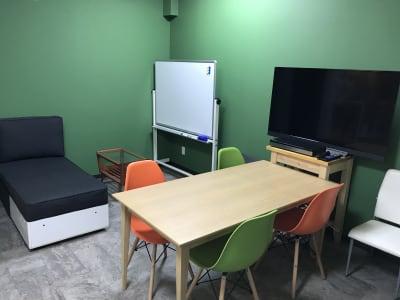 会議室・パーティ利用等幅広く対応できます。 - KATABAMI 日本橋レンタルスペースの室内の写真
