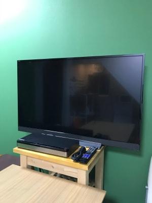 TVモニター+DVDプレイヤー HDMIケーブル付き - KATABAMI 日本橋レンタルスペースの設備の写真