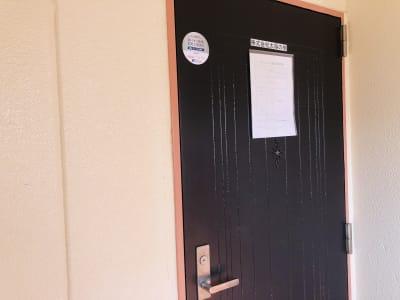 施設は3Fにございます。 - TEAMPLACE OHWADA 会議室&コワーキングスペースの入口の写真