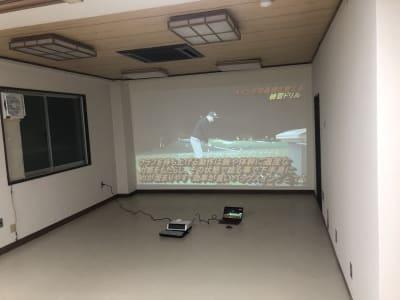 椅子、机を撤去した場合の貸会議室。Youtube等の上映も可能です。 - TEAMPLACE OHWADA 会議室&コワーキングスペースの室内の写真