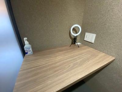 アルコールを完備しておりますので、手指消毒にお使いください。 - RemoteBOX新宿南口店 No.5の設備の写真