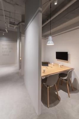 HAKADORU虎ノ門店 コワーキングスペース1の室内の写真