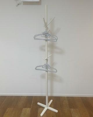 お客様のご要望にお答えしてハンガーラックをご用意いたしました😊 ハンガーは5個ご用意しております✨ - レンタルスタジオ オルカ駒込 レンタルスタジオの室内の写真