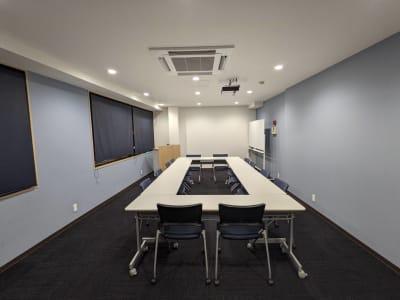 会議室です。 15名着席可能です。  - ネクストNAGANO 会議室の室内の写真