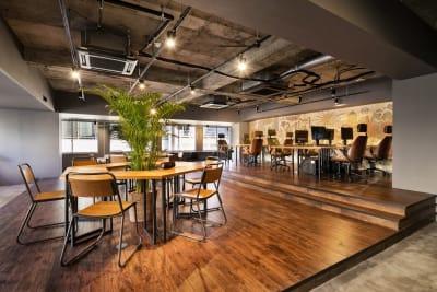 オシャレで開放感のある空間です♪ - RANA TAIL会議室 フロアー貸切レンタルの室内の写真