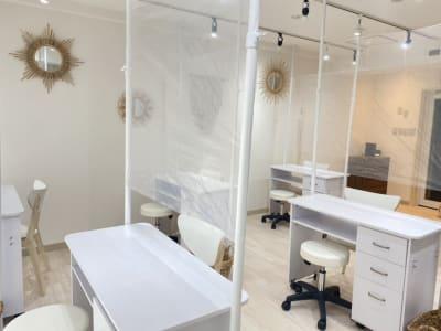 コロナウィルス感染防止対策済です。 - IDPネイルスクール レンタルネイルサロン施術台A の室内の写真