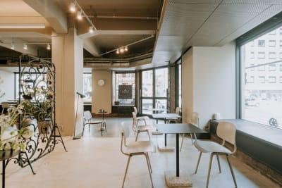 【1Fラウンジ】 - GOODOFFICE新橋 貸切スペース(1Fラウンジ)の室内の写真