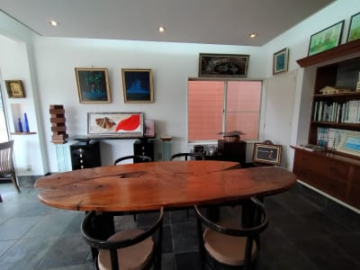 欅と古材の大テーブル席 - GauHouse レンタルスペース、ガウハウスの室内の写真