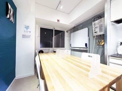 GS会議室札幌北口店 動画撮影や会議に最適な貸会議室の室内の写真