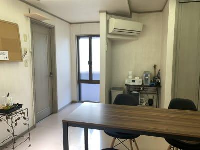 窓ございますので、換気出来ます! - レンタルスペース「KAORI」 room2 多目的スペースの室内の写真