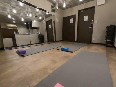 綺麗な空間です。 - レンタルスタジオ Fluss ヨガなどができるレンタルスタジオの室内の写真