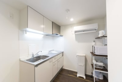 キッチン(調理用具、電子レンジ、電気ケトル、炊飯器) - 尾久Ⅳ 103号室の設備の写真