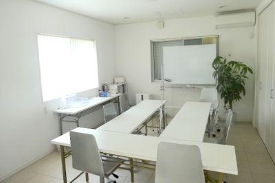 野洲レンタルスペース 個室会議室の室内の写真