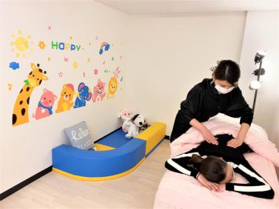 整体施術 - ForyouNail キッズスペース付き個室の室内の写真
