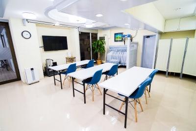 セミナースタイルも可能です。 - アクアたてしな会議室の室内の写真