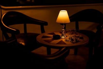 家具も1点ものでこだわりあるものをご用意 - ハイライン鹿児島 3階 カフェバースペースの室内の写真