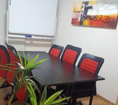 恵比寿駅からいちばん近い会議室 WiFi無料の格安完全個室会議室の室内の写真