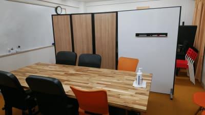 パーティションは2パターンで仕切れます - 千成ビル203会議室の室内の写真