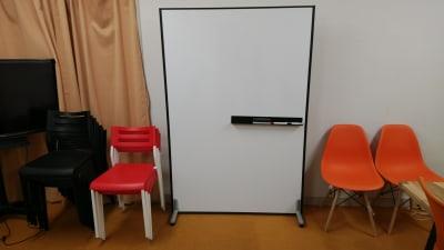 パーティション型の両面ホワイトボード - 千成ビル203会議室の室内の写真