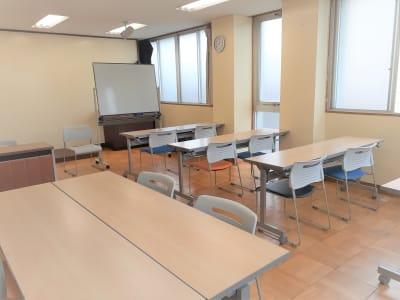小人数での学習会、面談、商談、テレワーク  - 東海ビル金沢 セミナールーム の室内の写真
