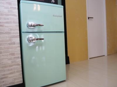 小さめですが、冷凍、冷蔵どちらもOKです!アイスやケーキもしまっておけます🍰 - サンライズ新宿 サンライズ新宿211の設備の写真
