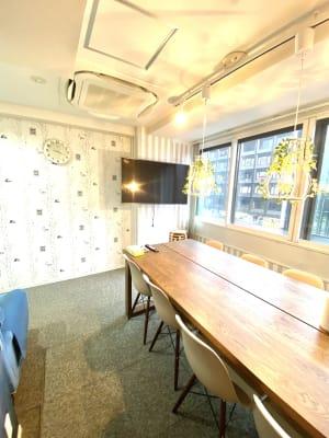 テレビ - ブルーバード5 レンタルサロン、多目的スペースの室内の写真