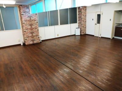 大型鏡があるレンタルスタジオです。ダンス・ヨガにおすすめです! - レンタルスタジオKINO レンタルスタジオ KINOの室内の写真