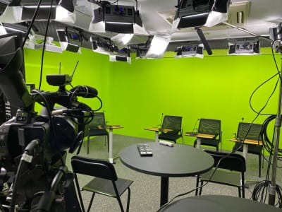 東京オンラインスタジオ(大) - 東京セミナースタジオ オンライン動画スタジオの室内の写真