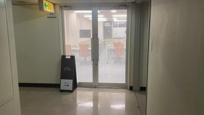 自習室うめだの貸し会議室 1ビル 521号室の入口の写真