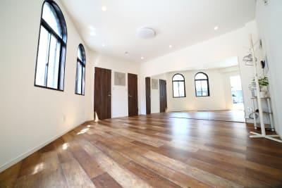 床は綺麗なフローリングで清潔感があります✨ - レンタルスタジオ オルカ駒込 レンタルスタジオの室内の写真