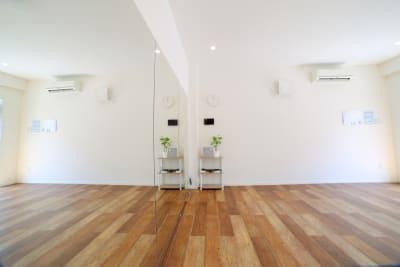 なるべくモノを少なく、ミニマリストさやシンプルさを心かげて部屋作りをしています。 - レンタルスタジオ オルカ駒込 レンタルスタジオの室内の写真
