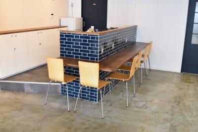 カウンターも利用可能。(キッチンは利用できません) - 日本橋スタジオ 撮影、会議室、リモートワークの室内の写真