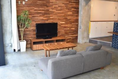 ソファーとローテーブル。 - 日本橋スタジオ 撮影、会議室、リモートワークの室内の写真