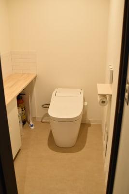 トイレは男女共用です。 - 日本橋スタジオ 撮影、会議室、リモートワークの設備の写真
