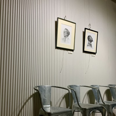 レンタルスペースにはアート作品も常設展示していますので、ギャラリー等に入るのは敷居が高い、と思っている方も気軽に立ち寄れます。 - MATSUNOMA 松乃間 ワークショップレンタルスペースの室内の写真