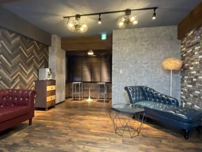 2階フロアは、防音対策(30dB台)を施しております。室内は、シックなブルックリン調の仕上がりとなっております。  - 小日向スタジオ 1棟貸ハウススタジオの室内の写真