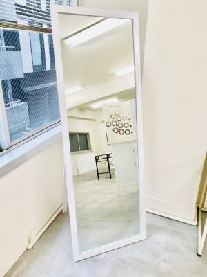 大きなサイズの鏡 - 日本橋base サロンスペース、商品撮影スペースの設備の写真