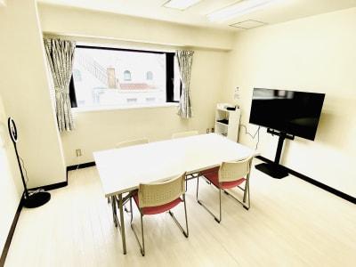 国際通りの中心近くにあるプライベートスペースです。 - レンタルスタジオBERRY 那覇国際通り店(多目的スペース)の室内の写真