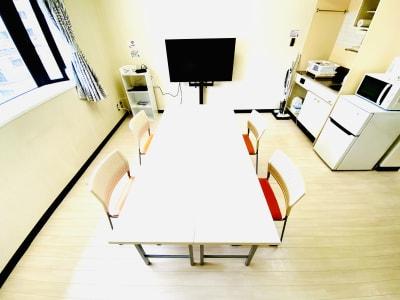 明るい室内で、ゆっくりとご利用することができます。 - レンタルスタジオBERRY 那覇国際通り店(多目的スペース)の室内の写真