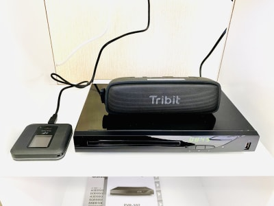 フリーWiFi、ブルーレイプレイヤー、BGM用にBluetoothスピーカーを備えています。 - レンタルスタジオBERRY 那覇国際通り店(多目的スペース)の設備の写真