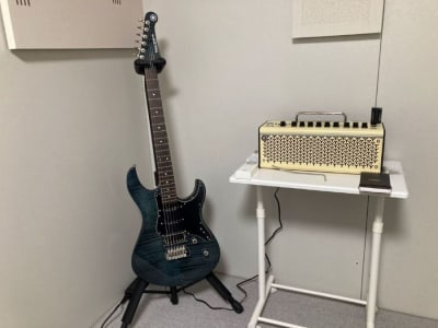 YAMAHAパシフィカ612、アンプTHR10Ⅱワイヤレス、トランスミッターRelayG10T - my place 江田(防音室) テレワーク、楽器演奏の設備の写真