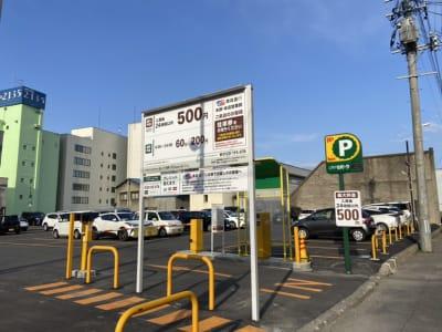 近隣有料駐車場西側からの画像 - AMSビル2F レンタルスペース 芽生えのその他の写真