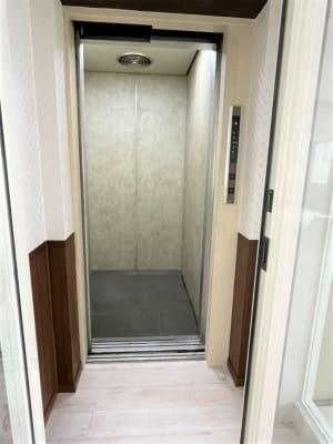 ワンフロアー1室のみで、エレベーターを出るとすぐにスタジオです。 - 【元町】レンタルスタジオダンテの室内の写真