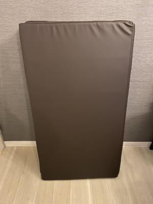 折り畳みマッサージマット - HANA ブラウンルーム ブラウンルームの設備の写真
