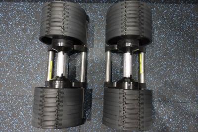 可変式ダンベル32kg - プライベートジムリミッタープラス トレーニングルームの設備の写真