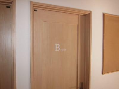 レンタルスペース「ログカフェ」 B-roomの入口の写真